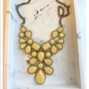Jewelry - Light yellow & gold statement necklace